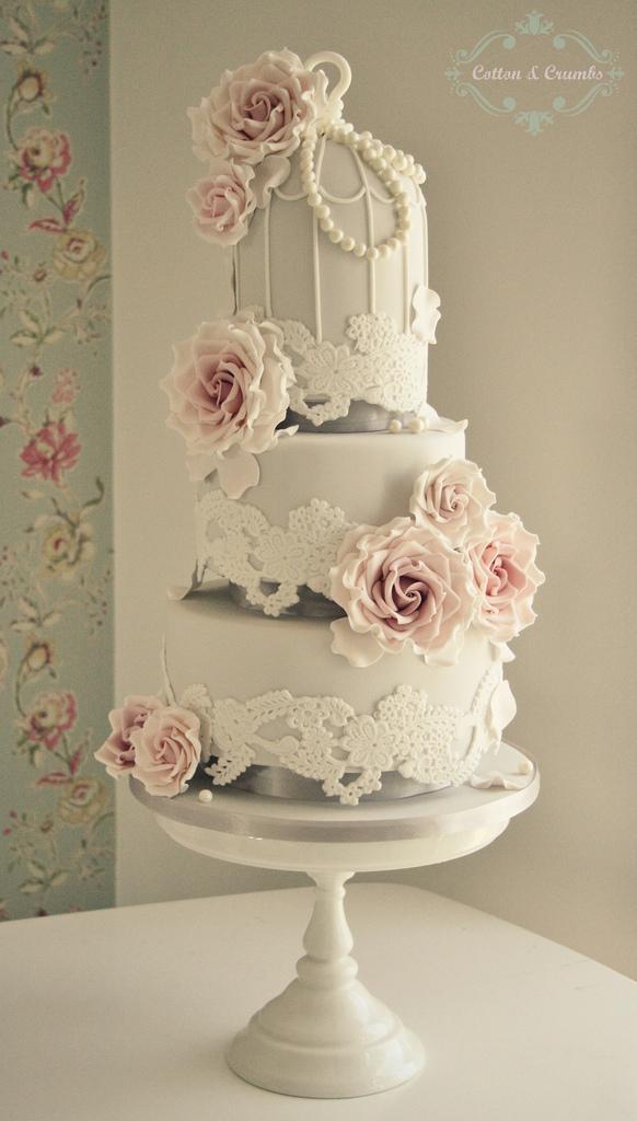 lace-birdcage-wedding-cake